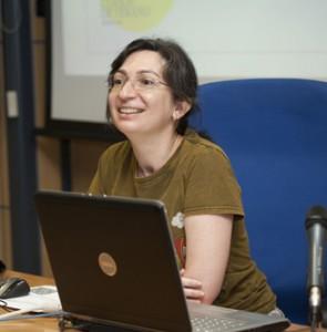 Estrella Alamo en el curso de Verano de la Universitat Jaume I hablando de Marketing de Redes Sociales